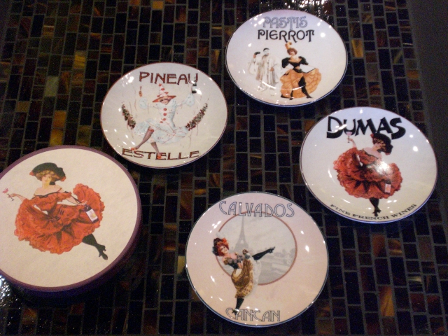 PORCELAIN CHEESE PLATES set of 6 with liquor labels in decorative round gift box & Furthur Accessories and Gifts Page 1